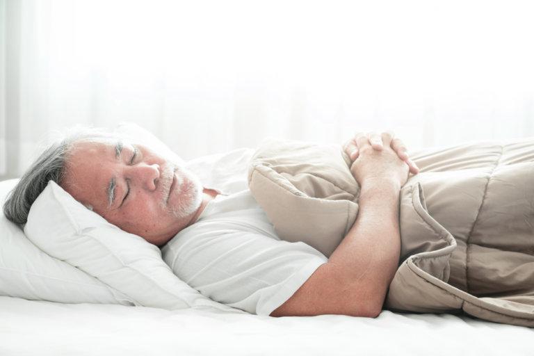 老人長期臥床會導致肌肉退化