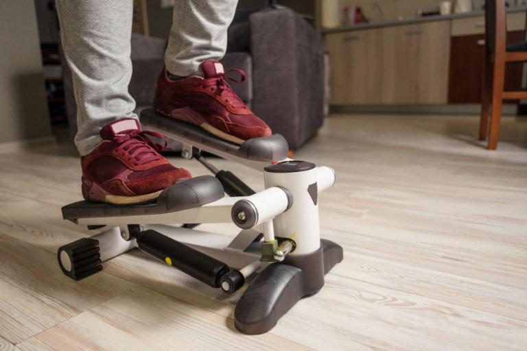 老人復健器材:復健踏步機