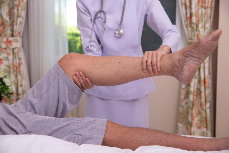 老人下肢肌力訓練:髖骨關節