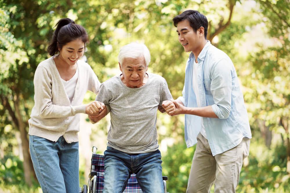如何幫老人復健?簡易肌力訓練教學